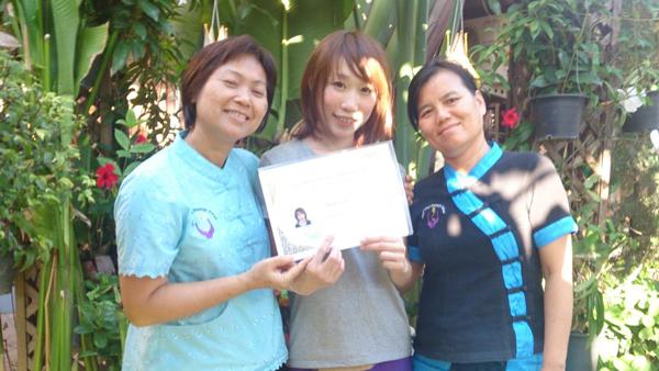 タイでマッサージの技術を学ぶ